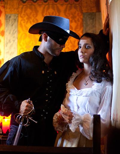 """Валерия Ланская и Дмитрий Ермак во время подготовки к """"Zorro"""" в католической миссии Сан Хуан Капистрано в Калифорни"""