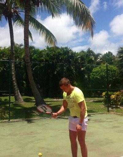 Анон Гусев сыграл с любимой партию в теннис