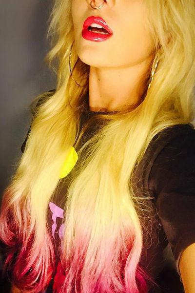Ранее Анна окрашивала волосы в розовый цвет