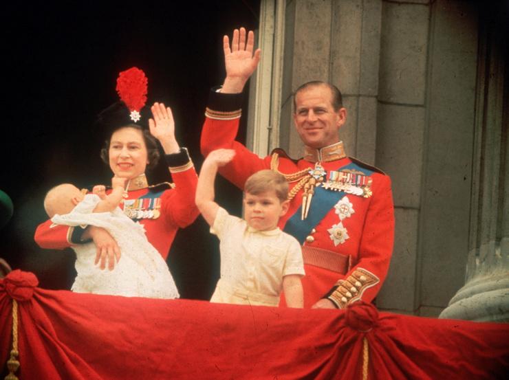 Эндрю родился, когда королеве было 33 года