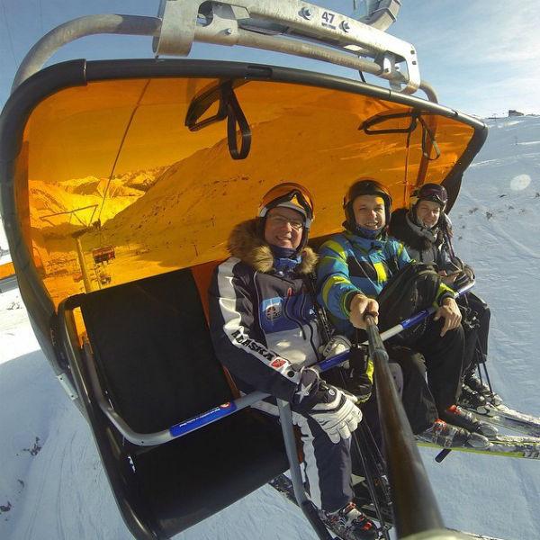 Алексей с дочерью и ее мужем любят вместе кататься на лыжах