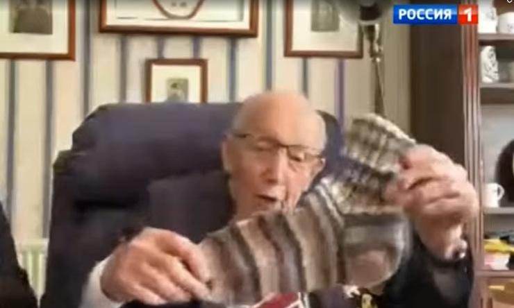 Зинаида Антоновна связала ветерану носки