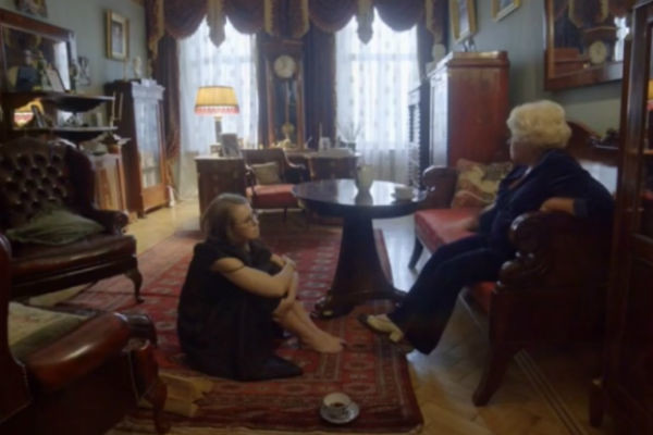 Людмила Нарусова до сих пор живет в той самой квартире, из-за которой так осуждали ее мужа
