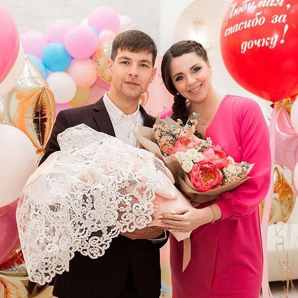 Дима и Оля пока занимаются воспитанием дочек и ушли с Поляны
