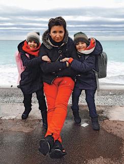 Арбенина  подарила детям  поездку на  море
