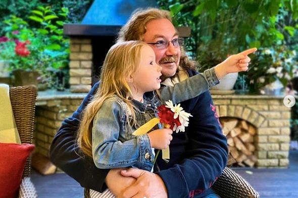 Николаев балует маленькую дочку