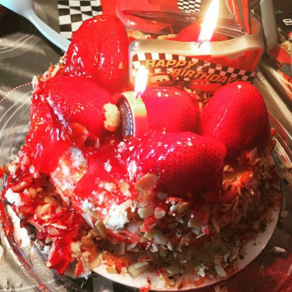Для именинника родители заказали особенный торт