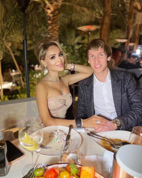 Каникулы в Дубае стали подарком Ивана любимой и ее семье