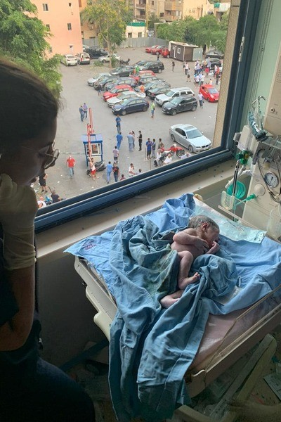 Малыш родился после взрыва