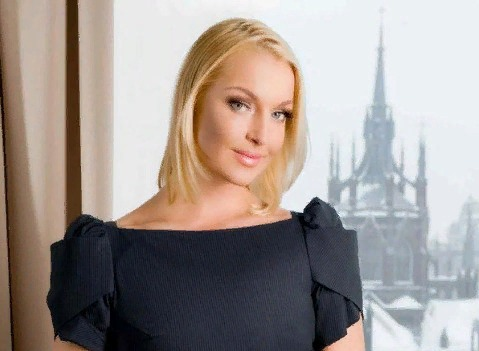 Анастасия Волочкова опубликовала фото с голой грудью