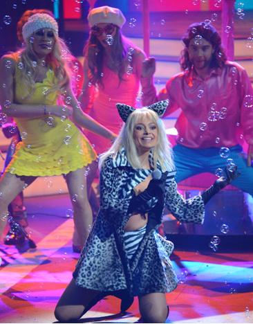 Участница «Голоса» спела хит «Голубые глазки»