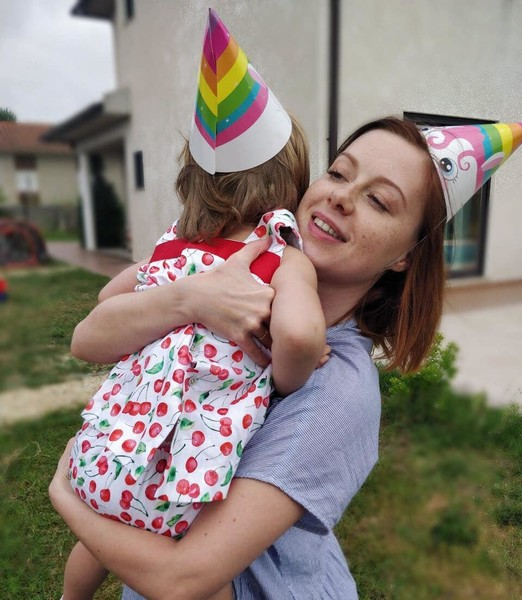 В 2017 году Савичева родила дочь Аню.