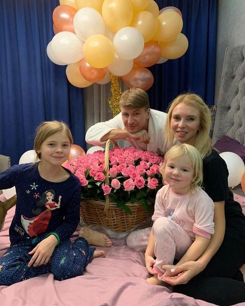 Алексей Ягудин с женой Татьяной Тотьмяниной