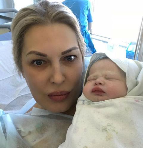 Елена Ясевич с маленькой Таней