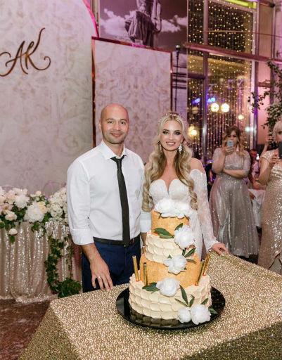 Первый кусок торта был продан другу детства Андрея за 20 тысяч рублей