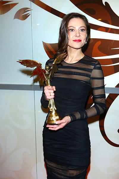 Обручальное  кольцо Лядова   продемонстрировала   на церемонии вручения   кинопремии «Ника».   Вдовиченков в этот день   был на гастролях в Питере