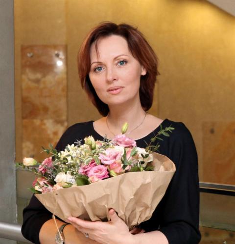 Дочь Елены Ксенофонтовой сыграла в спектакле с мамой — видео