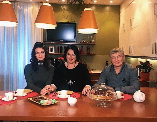 Лиза Адаменко с родителями