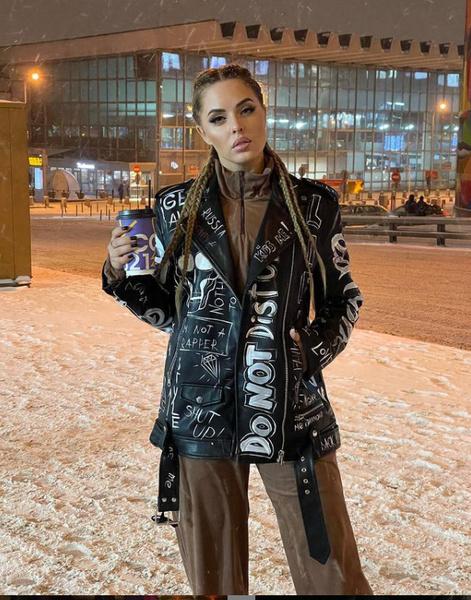 Пьяные танцы и платье с разрезом до пупа. Юлия Ефременкова отпраздновала 34-летие