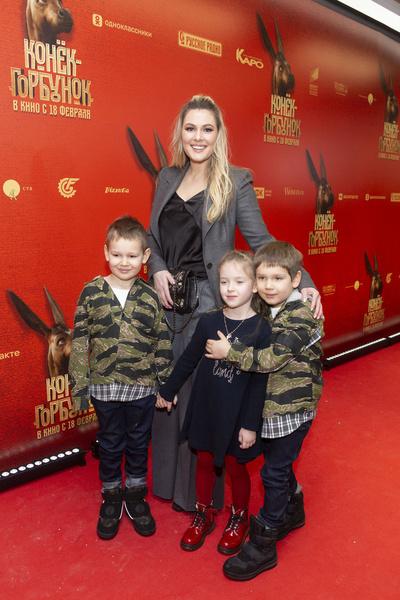 Актриса воспитывает троих сыновей
