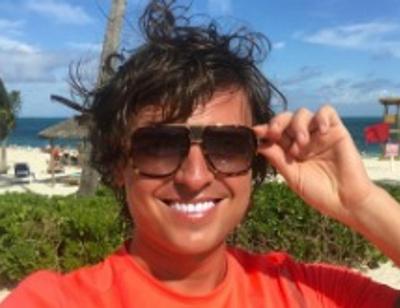 Прохор Шаляпин резвится на волнах в компании незнакомки