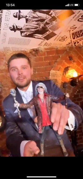 Вся семья рядом, Волочкова с декольте и странные подарки: как прошел юбилей Никиты Джигурды
