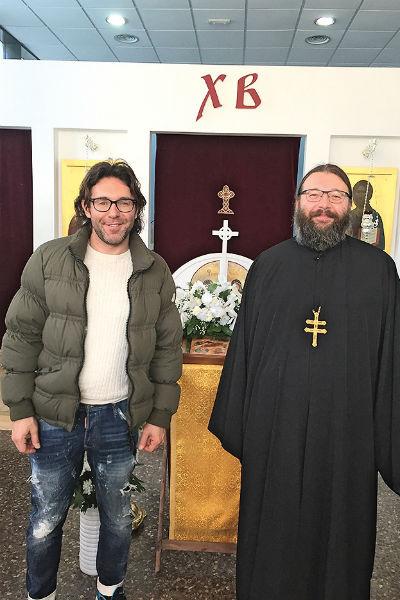 Отец Адам – популярная личность в Бенидорме