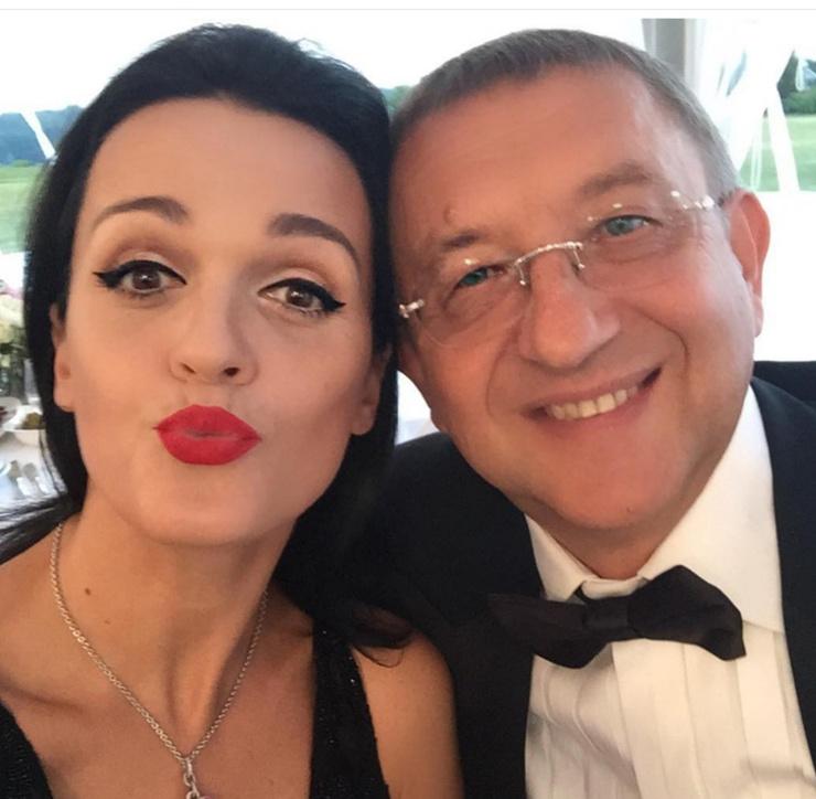 Певица призналась, что не зависит от супруга