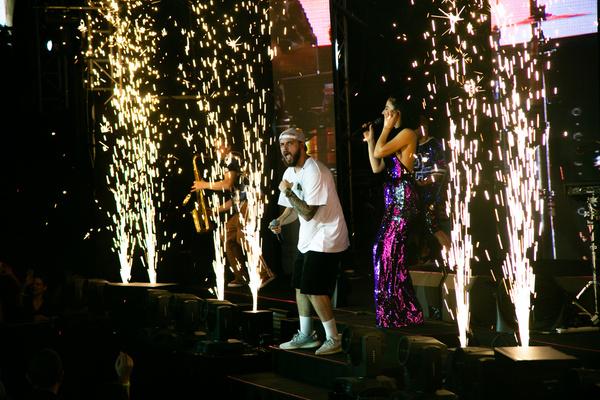 Рэпер ST во время концерта «Ленинграда»