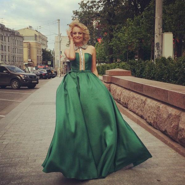 Елена Максимова по пути на красную дорожку