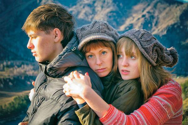 Максим и Лиза переехали жить в Новосибирск, мама часто наведывается к ним в гости