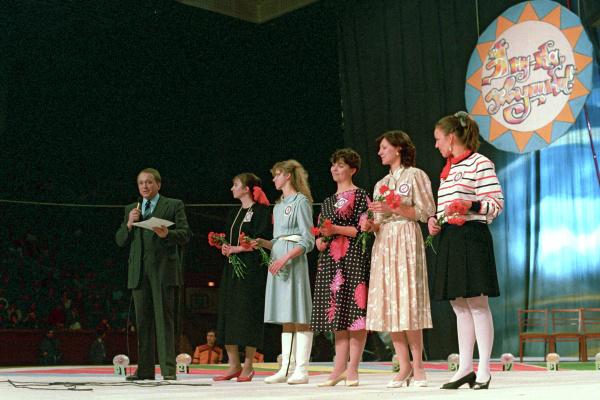 Александр Масляков в передаче «А ну-ка, девушки!»