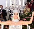 Костюм Жар-птицы, Кэти Перри в образе люстры и Леди Гага в нижнем белье: самые необычные наряды Met Gala 2019