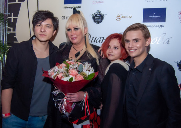 Диану поздравили экс-участники популярных проектов на ТНТ