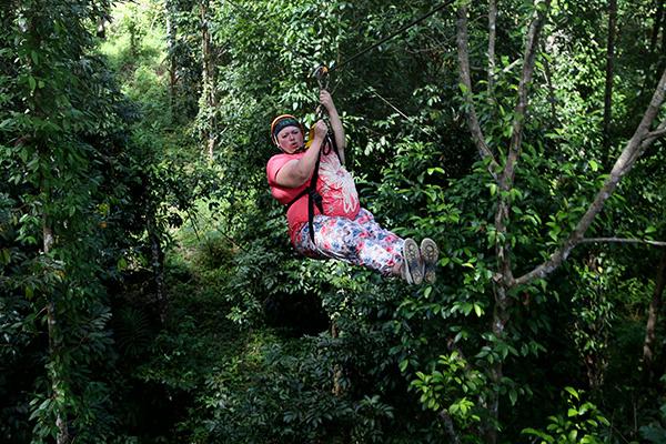 Благодаря тому, что Лена Садикова из  Выксы похудела перед поездкой, она  попала на тарзанку, где вес участника  не должен превышать 120 кг
