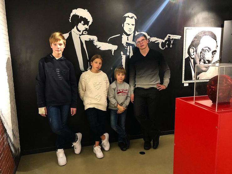 После развода с Алисой Казьминой футболист стал общаться с детьми от Барановской
