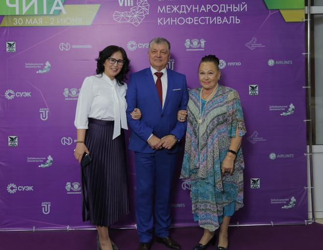 Актриса фильма «Москва слезам не верит» Раиса Рязанова (справа)