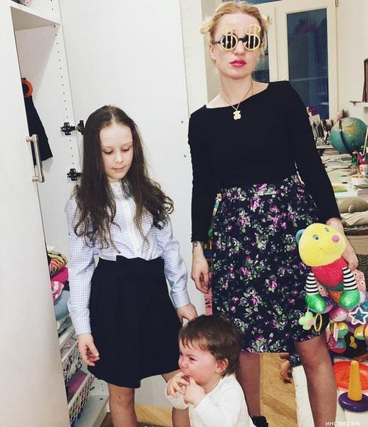 Старшая дочь режиссера посещает православную школу