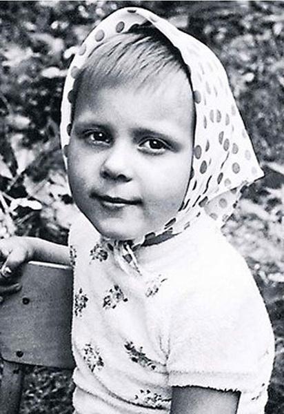 Детство Яны Трояновой не было счастливым