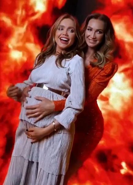 Ольга не отходила от беременной Ассоль весь вечер