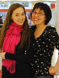 Вместе с Айгуль Ахмадуллиной  поздравляю ее замечательную  маму с предстоящим юбилеем