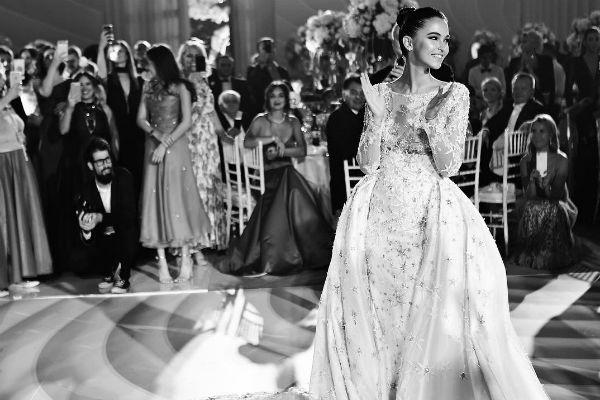 Невеста выбрала шикарное платье от Валентина Юдашкина