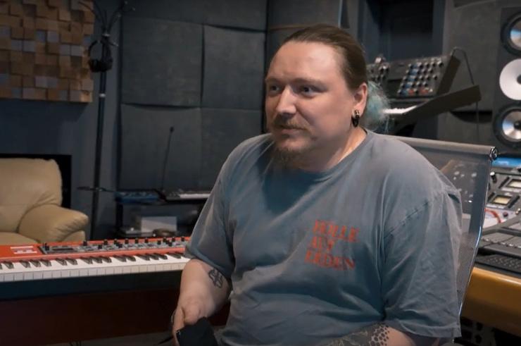 Антон Ловягин работает техником в команде певицы