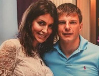 Беременная жена Андрея Аршавина поделилась редким снимком в купальнике