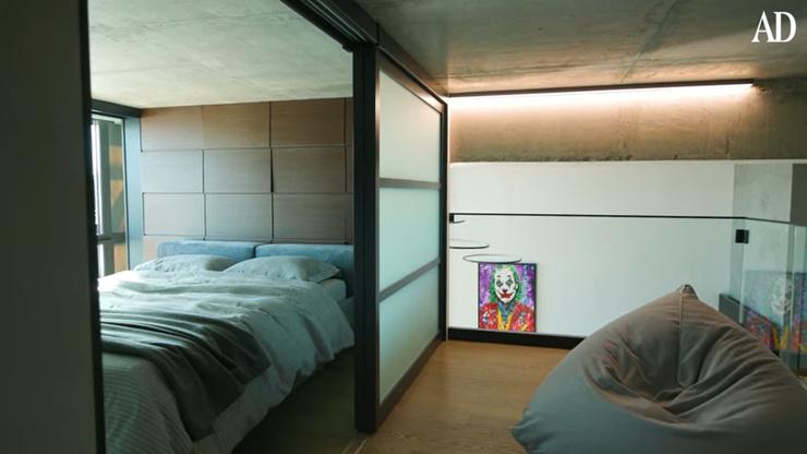 Двухэтажные хоромы с сауной и огромной верандой. Экскурсия по новой квартире Александра Петрова