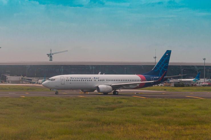 Пассажирский самолет Boeing 737-500 упал в воду