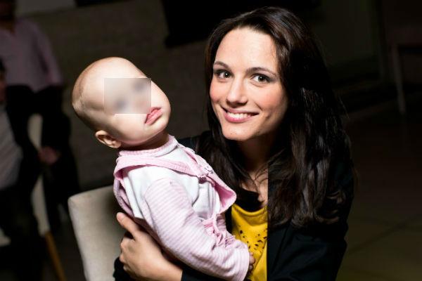 Новоиспеченные супруги воспитывают маленькую дочь Софию-Каролину