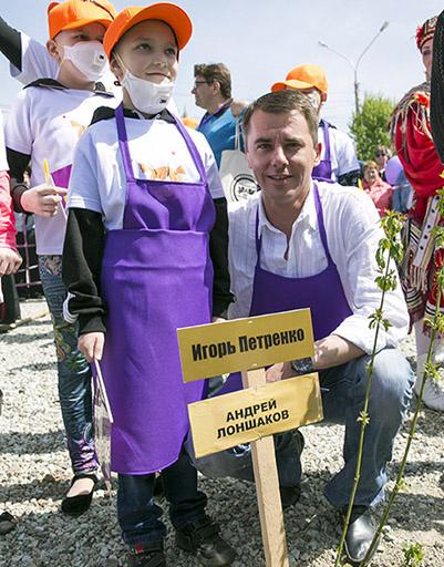 Игорь Петренко с юной поклонницей