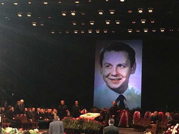 В театре показывают портреты актера и режиссера