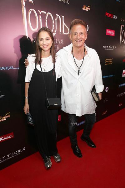 Артист счастлив в браке с Анастасией Черновой